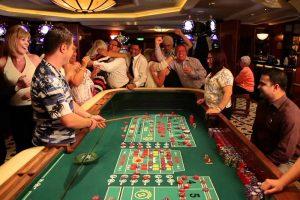 Casino giải trí khi đi tour du thuyền